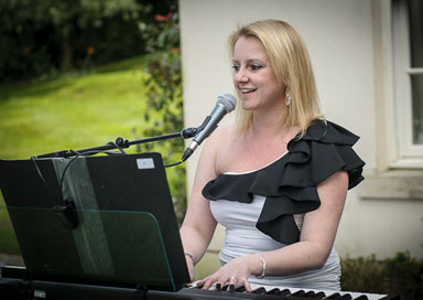 Musicians for small weddings - Pianist